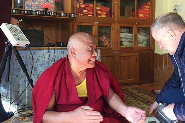 Российские физиологи учатся у монахов управлять мозгом
